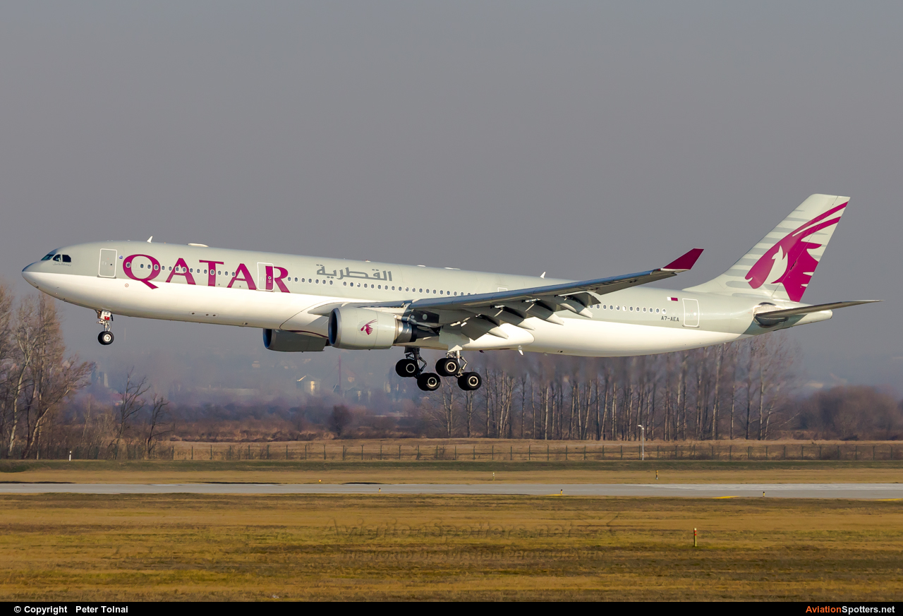 Qatar Airways  -  A330-300  (A7-AEA) By Peter Tolnai (ptolnai)