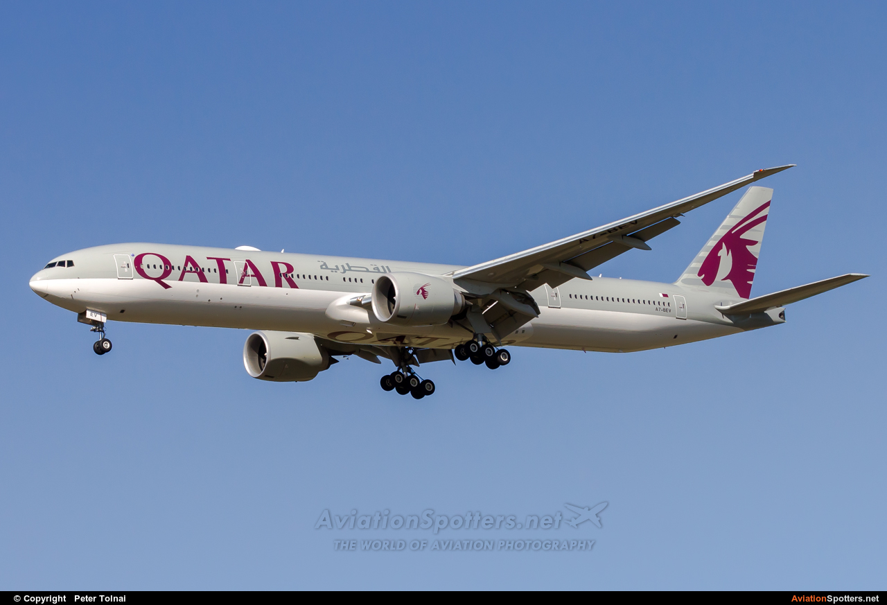 Qatar Airways  -  777-300ER  (A7-BEV) By Peter Tolnai (ptolnai)