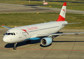 Airbus - A320-214 (OE-LBR) - greclev
