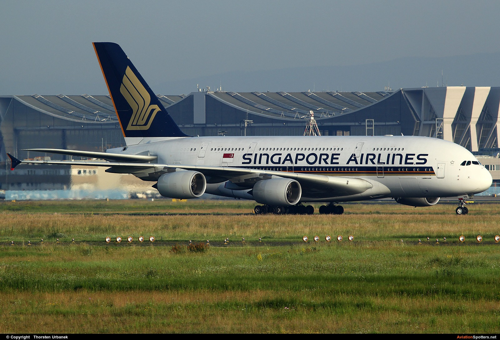 Singapore Airlines  -  A380  (9V-SKN) By Thorsten Urbanek (toto1973)