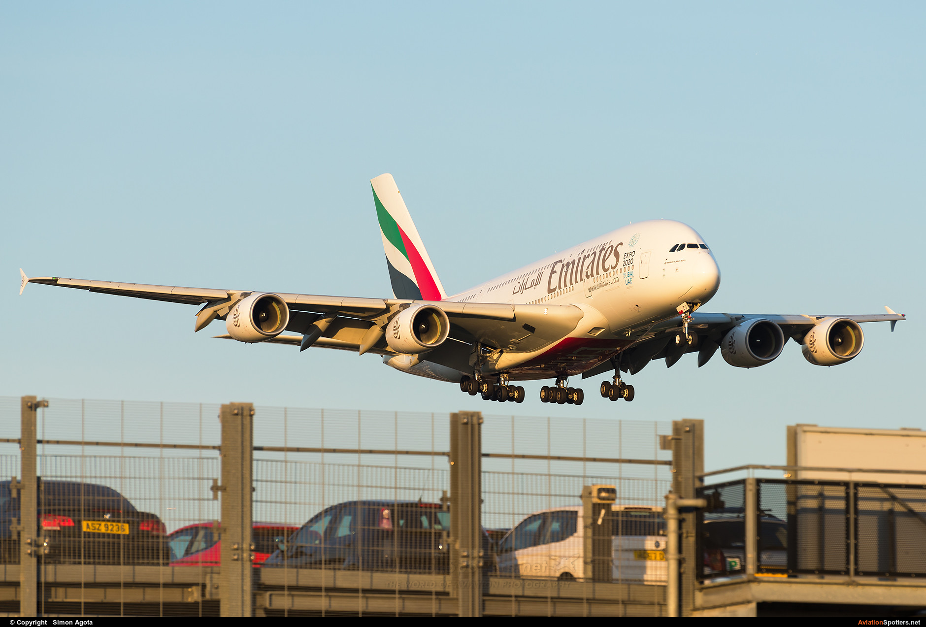 Emirates Airlines  -  A380-861  (A6-EEJ) By Simon Agota (goti80)