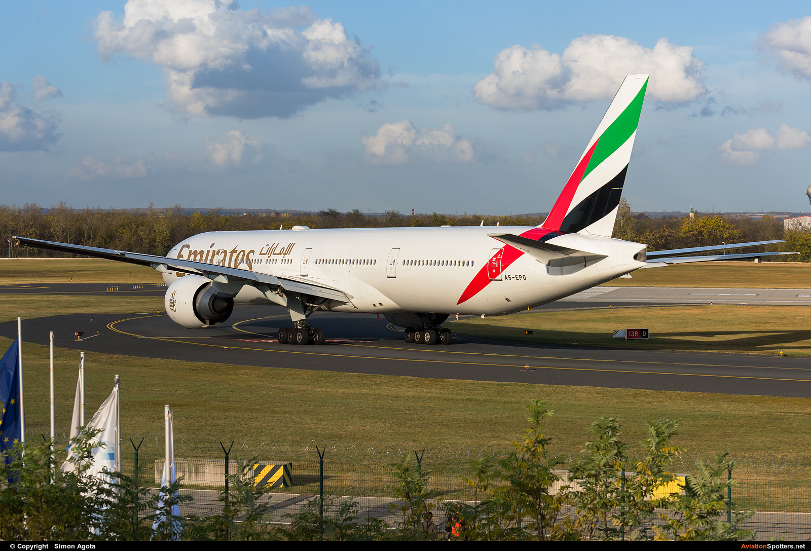 Emirates Airlines  -  777-300ER  (A6-EPQ) By Simon Agota (goti80)