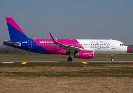 Airbus - A320-232 (HA-LWR) - Domee