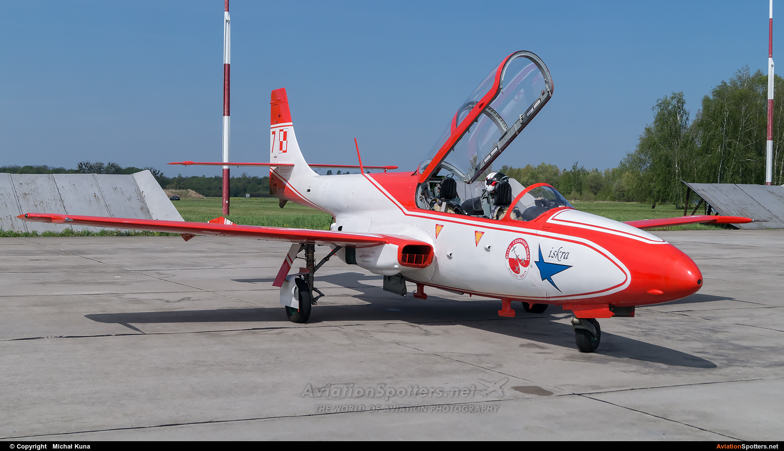 Poland - Air Force: White & Red Iskras  -  TS-11 Iskra  (3H-2007) By Michał Kuna (big)
