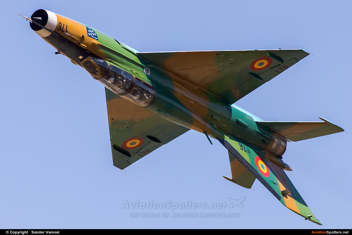 Romania - Air Force  -  MiG-21 UM  LanceR B  (176) By Sandor Vamosi (ALEX67)