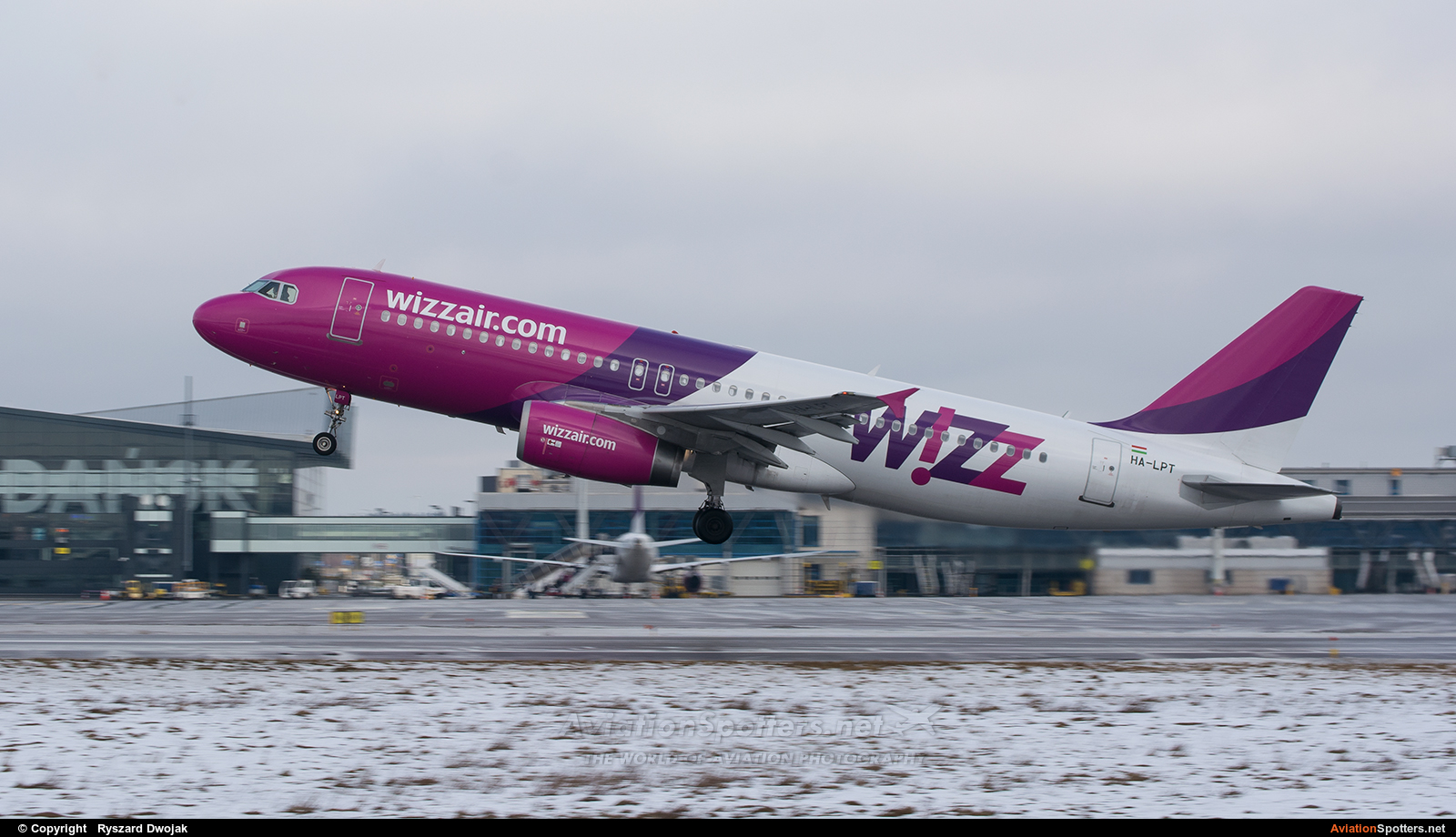 Wizz Air  -  A320  (HA-LPT) By Ryszard Dwojak (ryś)