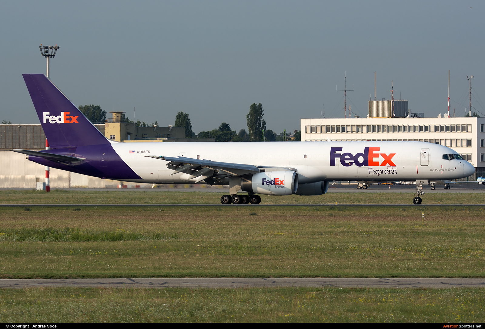 FedEx Federal Express  -  757-200F  (N915FD) By András Soós (sas1965)