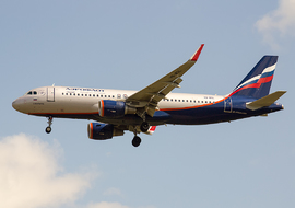 Airbus - A320-214 (VQ-BSL) - Roodkop